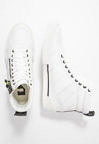 Diesel - S-DVELOWS MID - Höga sneakers - star white - 1