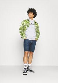 Levi's® - RELAXED GRAPHIC UNISEX - Sweatshirt - neutrals - 1