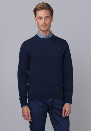 Stickad tröja - navy melange