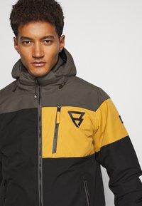 Brunotti - KENNETH MENS JACKET - Snowboard jacket - black - 4