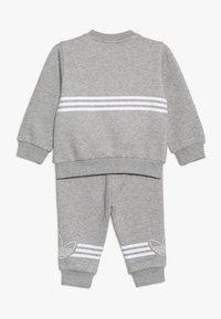 adidas Originals - OUTLINE CREW - Verryttelypuku - grey/white - 1