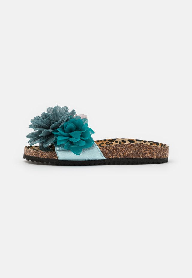 BIO WIDE SOLE MULTI FLOWERS - Muiltjes - sugar