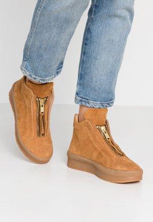 MADDIE - Boots à talons - tan
