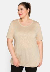 Sheego - Basic T-shirt - beigefarben - 0