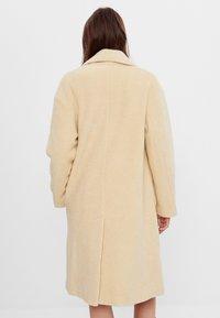 Bershka - Zimní kabát - yellow - 2