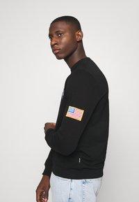 Only & Sons - ONSNASA CREW NECK - Sweatshirt - black - 4