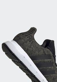adidas Originals - SWIFT RUN SHOES - Trainers - green/black/white - 9