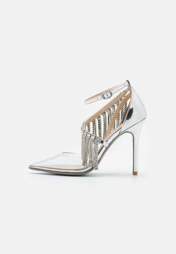 MAZE - Classic heels - silver