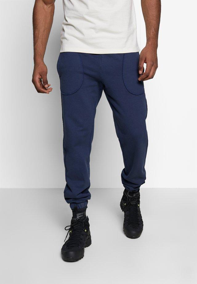 JAKE - Teplákové kalhoty - navy