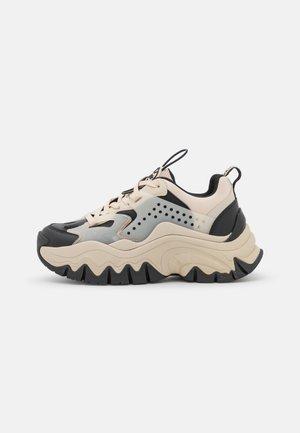 VEGAN TRAIL ONE - Sneakers laag - cream/black