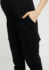 New Look Maternity - UTILITY POCKET TROUSER - Tracksuit bottoms - black - 3