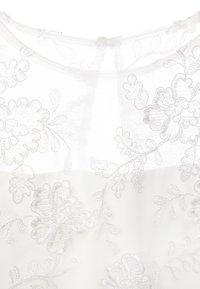 Chi Chi Girls - LONDON TASHY DRESS - Cocktailkleid/festliches Kleid - white - 2