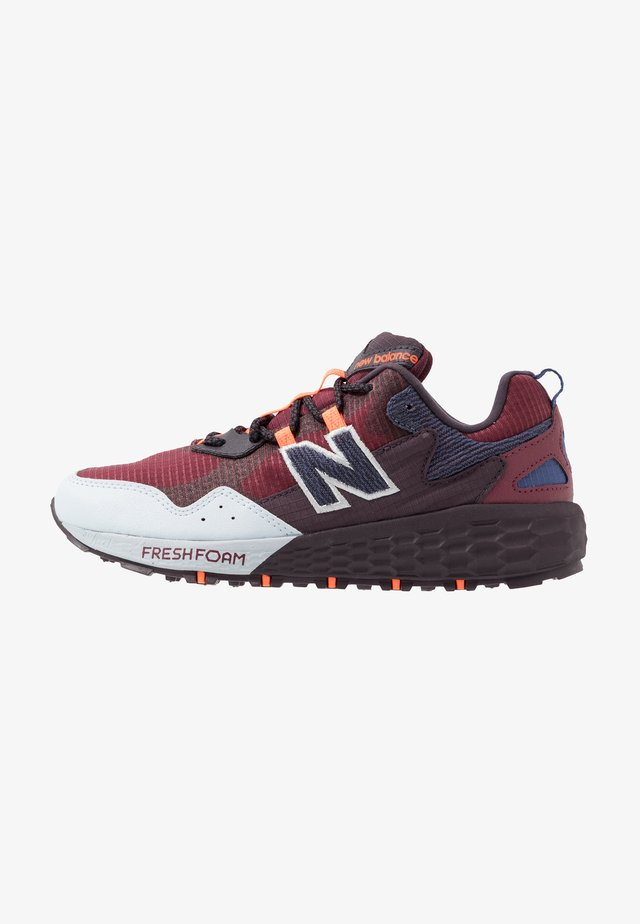 FRESH FOAM CRAG - Trail running shoes - red