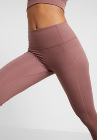 Free People - YOURE A PEACH - Leggings - chocolate - 3