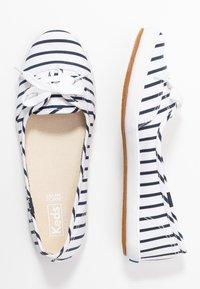 Keds - TEACUP BRETON - Sneakersy niskie - white/navy - 3
