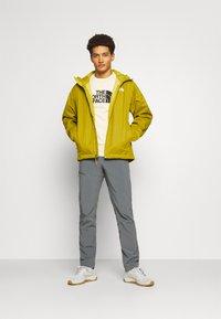 The North Face - MENS QUEST JACKET - Outdoor jacket - ochre/mottled black - 1