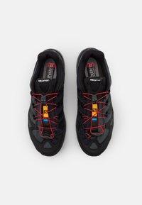 Salomon - XA PRO 1 UNISEX - Tenisky - black/magnet/racing red - 3