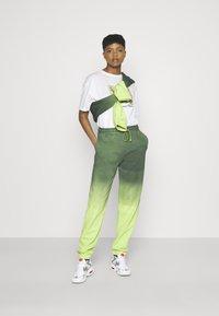 Jaded London - CUFFED - Pantalones deportivos - multi - 1