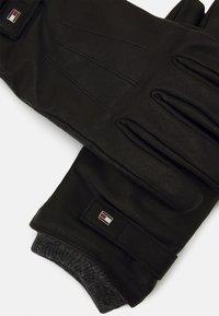 Tommy Hilfiger - ELEVATED FLAG GLOVES - Gloves - black - 3