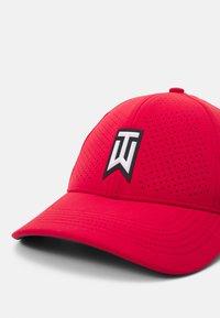 Nike Golf - Gorra - gym red/anthracite/white - 4