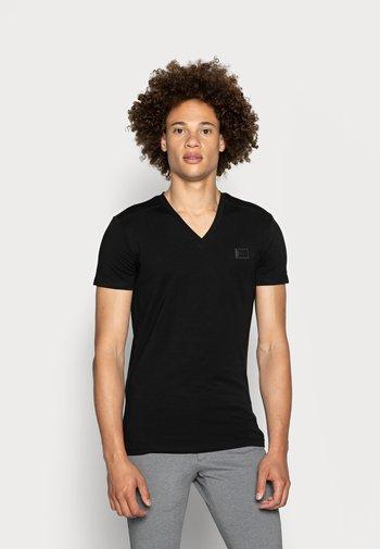 SPORT V-NECK WITH METAL PLAQUETTE - Camiseta básica - nero