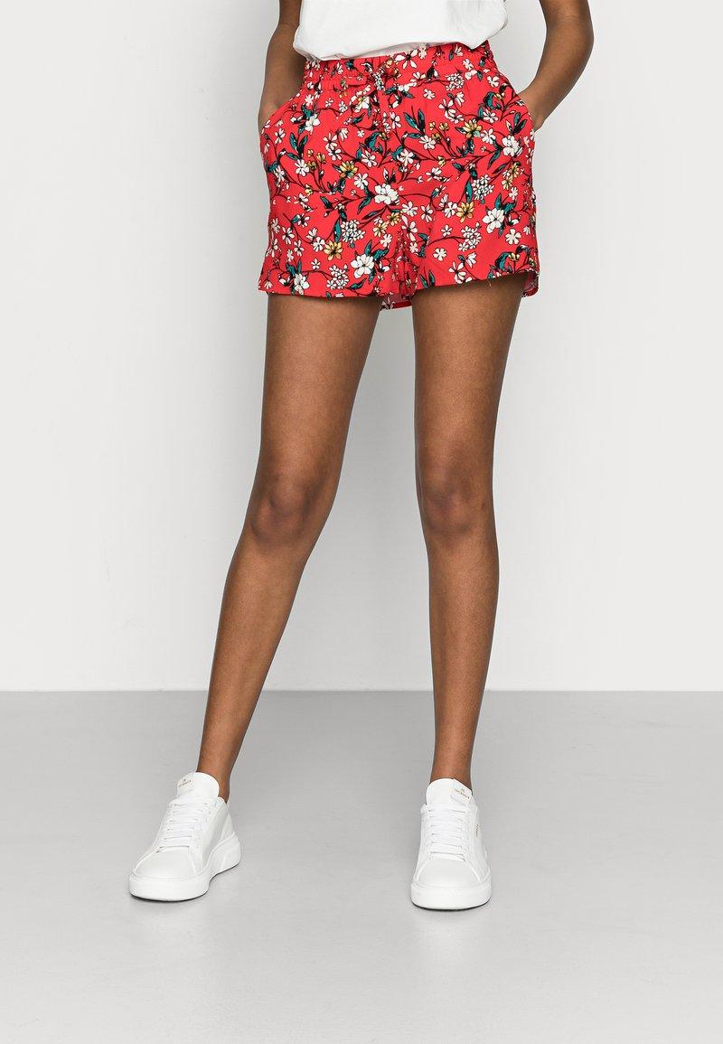 Vero Moda Petite - VMSIMPLY EASY - Shorts - goji berry/lotte