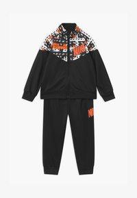 Nike Sportswear - HACKED VARSITY SET UNISEX - Tracksuit - black - 0