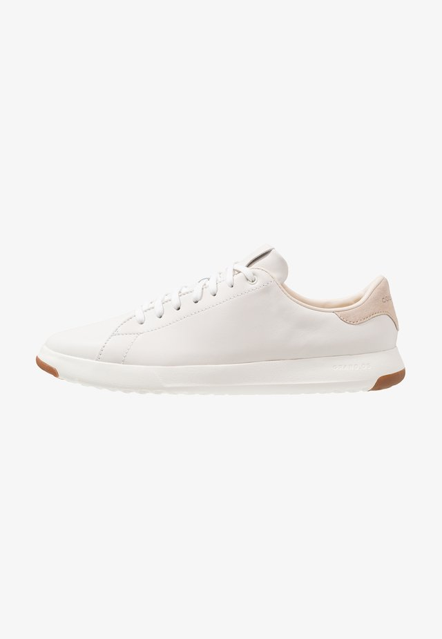 GRANDPRO TENNIS - Trainers - white