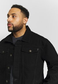 Common Kollectiv - PLUS DISTRESSED JACKET - Denim jacket - black