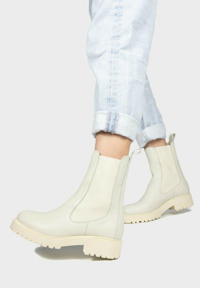 Eva Lopez - Platform ankle boots - hielo