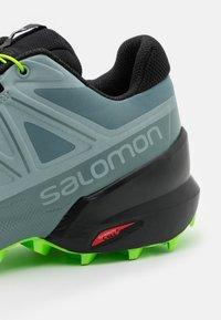 Salomon - SPEEDCROSS 5 - Löparskor terräng - trooper/slate/green gecko - 5
