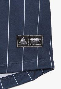 Modern Native - SUB TEE WITH SCREEN PRINT - Print T-shirt - blue - 2