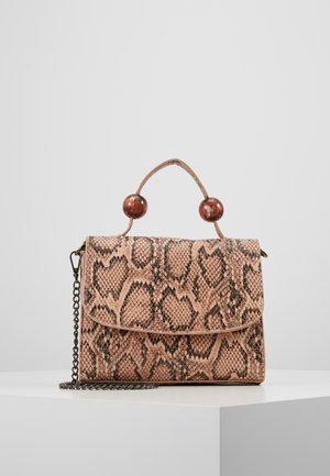PCBALLER CROSS BODY - Håndtasker - nature brown