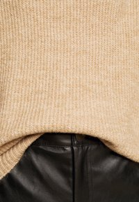 New Look Petite - FASH SLOUCHY ROLL NECK - Jumper - camel - 6