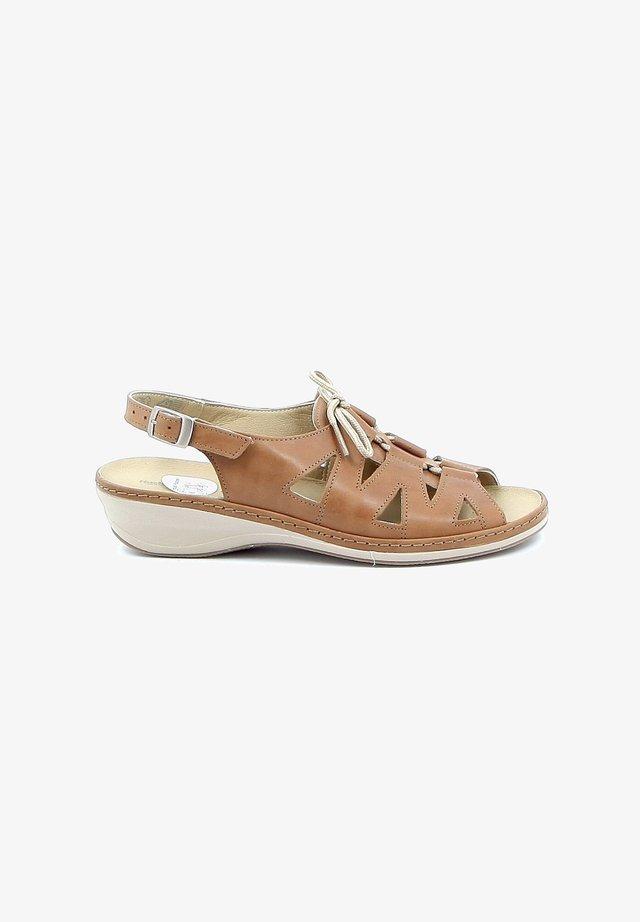 ROCOCO - Sandalen met sleehak - brown