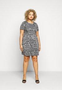 CAPSULE by Simply Be - PONTE POCKET SHIFT DRESS - Vapaa-ajan mekko - black - 0