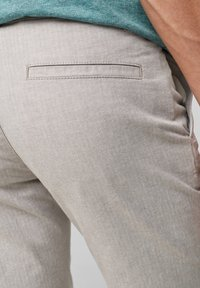 QS by s.Oliver - Shorts - beige heringbone - 5