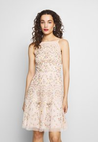 Needle & Thread - SWEET PETAL CAMI DRESS EXCLUSIVE - Koktejlové šaty/ šaty na párty - meadow pink - 0