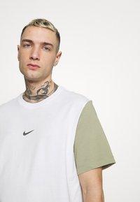 Nike Sportswear - TEE - Print T-shirt - white/summit white - 3