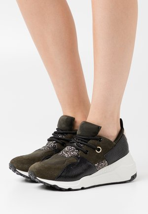 CLIFF - Joggesko - black/olive