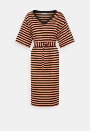 KALLIOMARNE DRESS - Vestito di maglina - dark orange/black