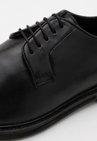 Walk London - JACOB DERBY - Smart lace-ups - swiss black - 5