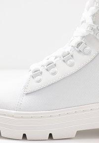 Dr. Martens - COMBS - Platåstøvletter - white - 2