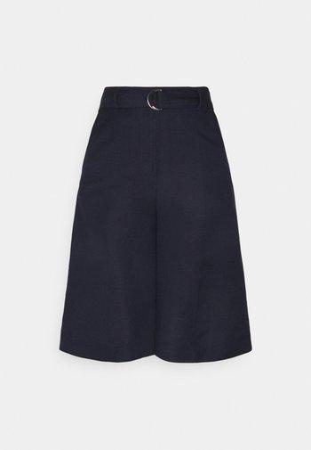 Shorts - parisian night