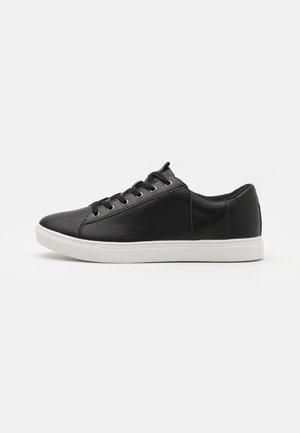 DICKSON CLASSIC - Zapatillas - black/white