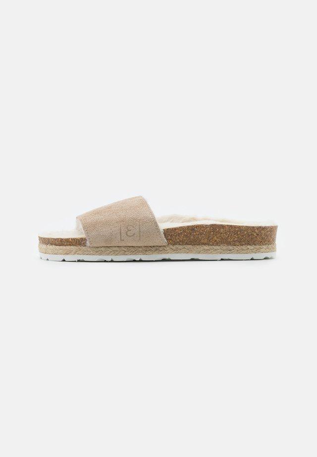 PLAGETTE  - Domácí obuv - beige