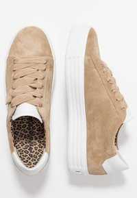 Kennel + Schmenger - UP - Trainers - leone - 3