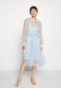 Custommade - LIDI DRESS - Robe de soirée - chambray blue - 0
