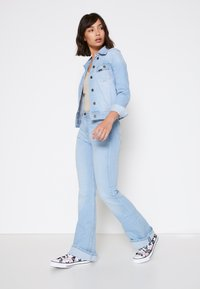 Lee - BREESE - Flared jeans - bleached azur - 3