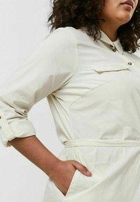 Vero Moda Curve - Shirt dress - birch - 3